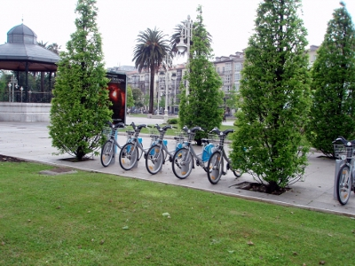 servicio municipal de bicicletas en los Jardines de Pereda